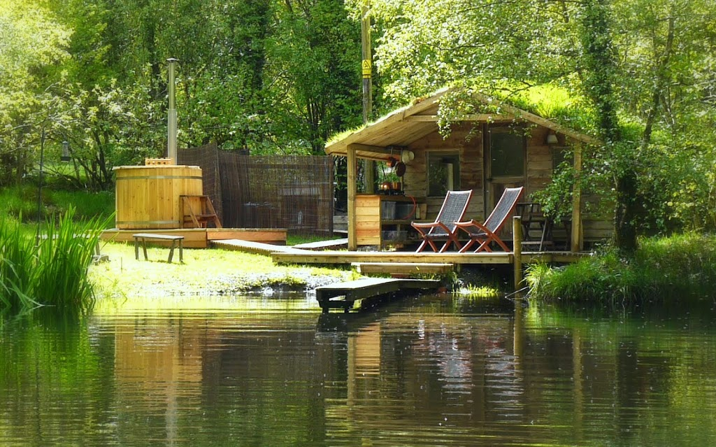 Glamping Cabin On The Lake Mid Wales